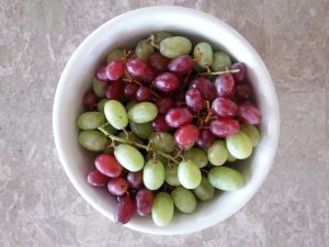 grapes-in-a-bowl
